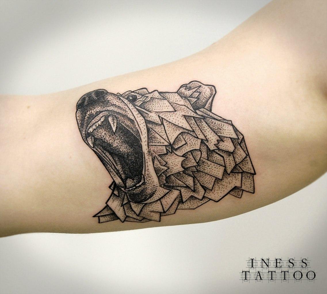 Художественная татуировка «Медведь». Мастер Инесса Кефир. По собственному эскизу. Время работы 2 часа. Расположение: бицепс.