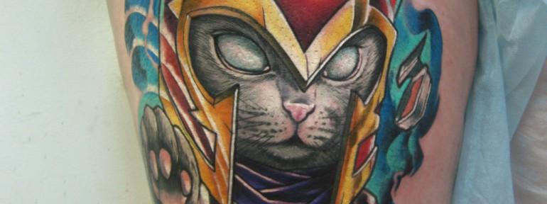 Художественная татуировка «Кот супергерой». Мастер Ян Енот.