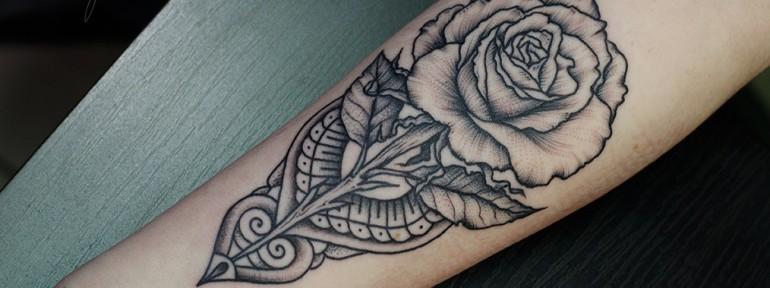Художественная татуировка «Роза». Мастер Даниил Костарев.