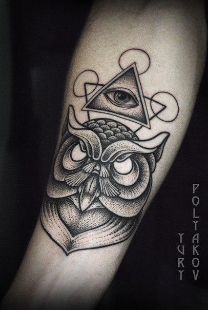 Художественная татуировка «Сова» от Юрия Полякова