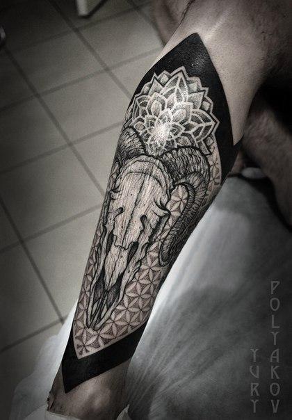 Художественная татуировка «Череп» от Юрия Полякова