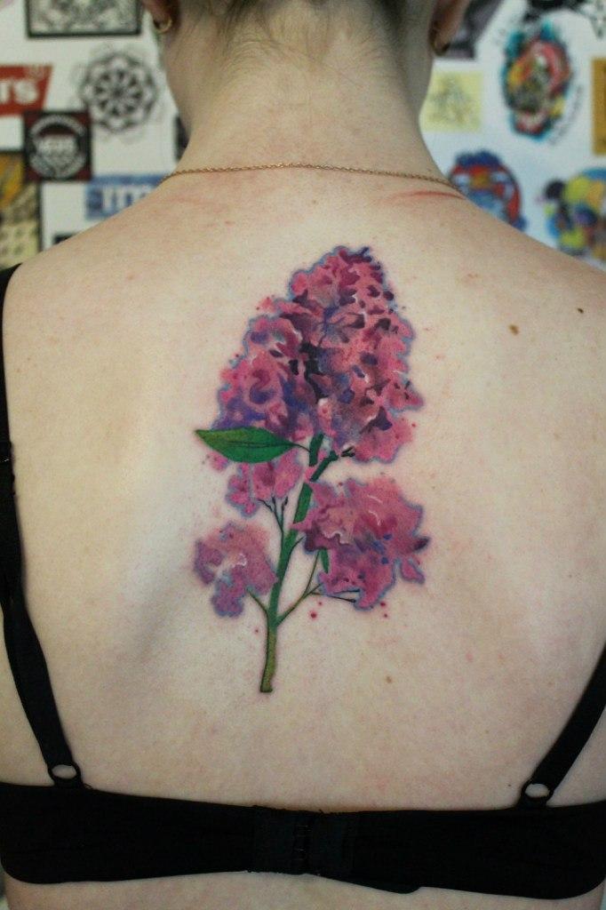 Художественная татуировка «Сирень». Мастер — Саша Новик