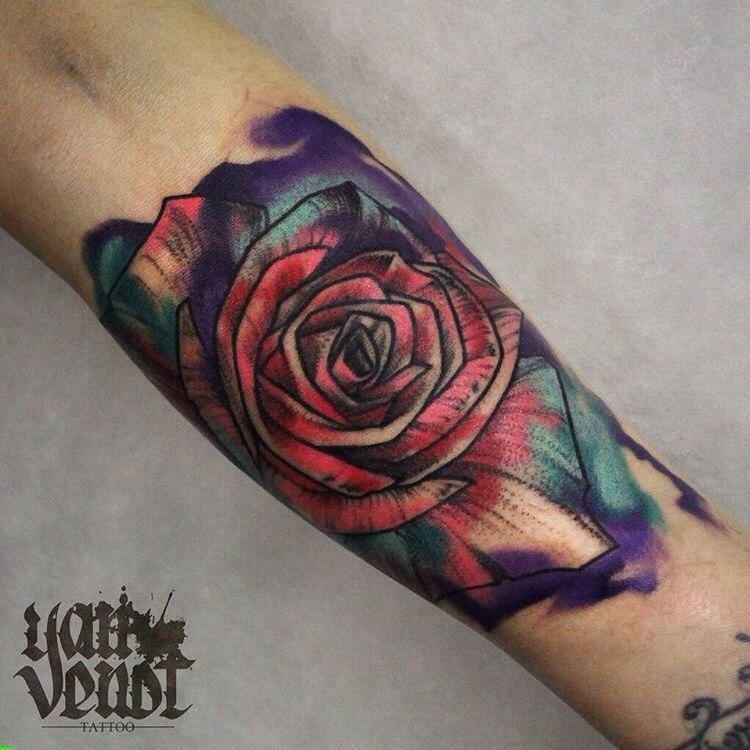 Художественная татуировка «Роза». Мастер Ян Енот