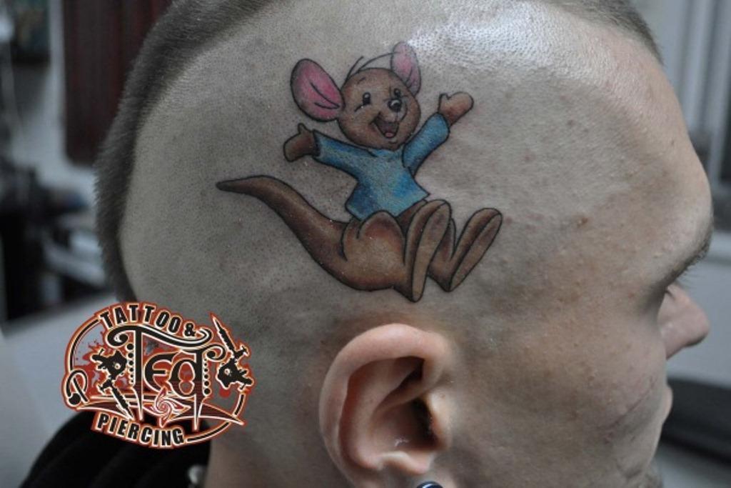 Тимур (Ted). Татуировка кенгуренок на голове
