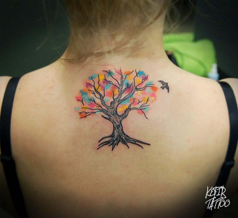 Художественная татуировка «Дерево» от Инессы Фиолетовый Кефир. Дерево сделано на спине девушки. Эскиз индивидуальный, время работы — 2 часа