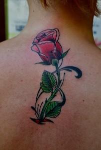 Татуировка РОЗЫ. Мастер Виолетта Доморад. Татуировка выполнена на спине, 1 небольшой сеанс, мастер Виолетта.
