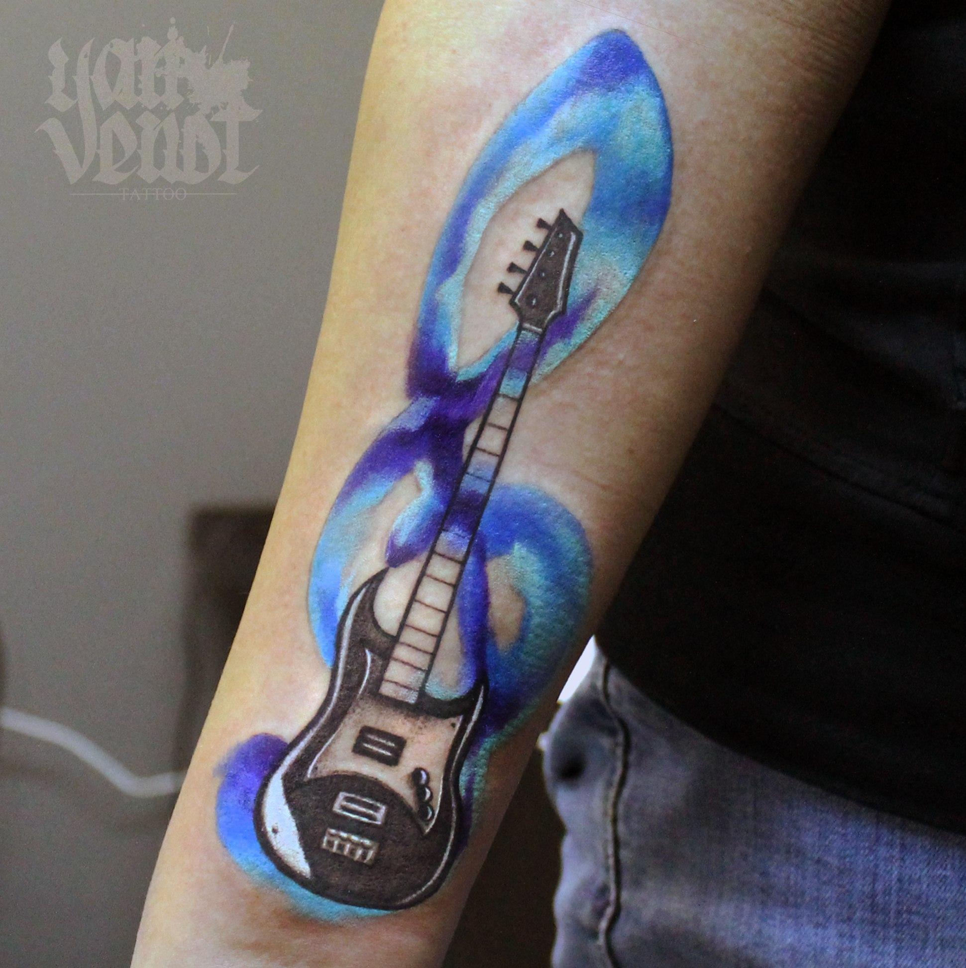 Художественная татуировка «Гитара». Мастер Ян Енот. Художественная татуировка «Гитара». Мастер Ян Енот. Расположение рука.