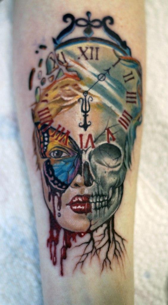 Художественная татуировка «Девушка с часами». Мастер- Дмитрий Головкин