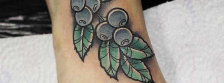 Художественная татуировка «Голубика». Мастер- Ил Берёза