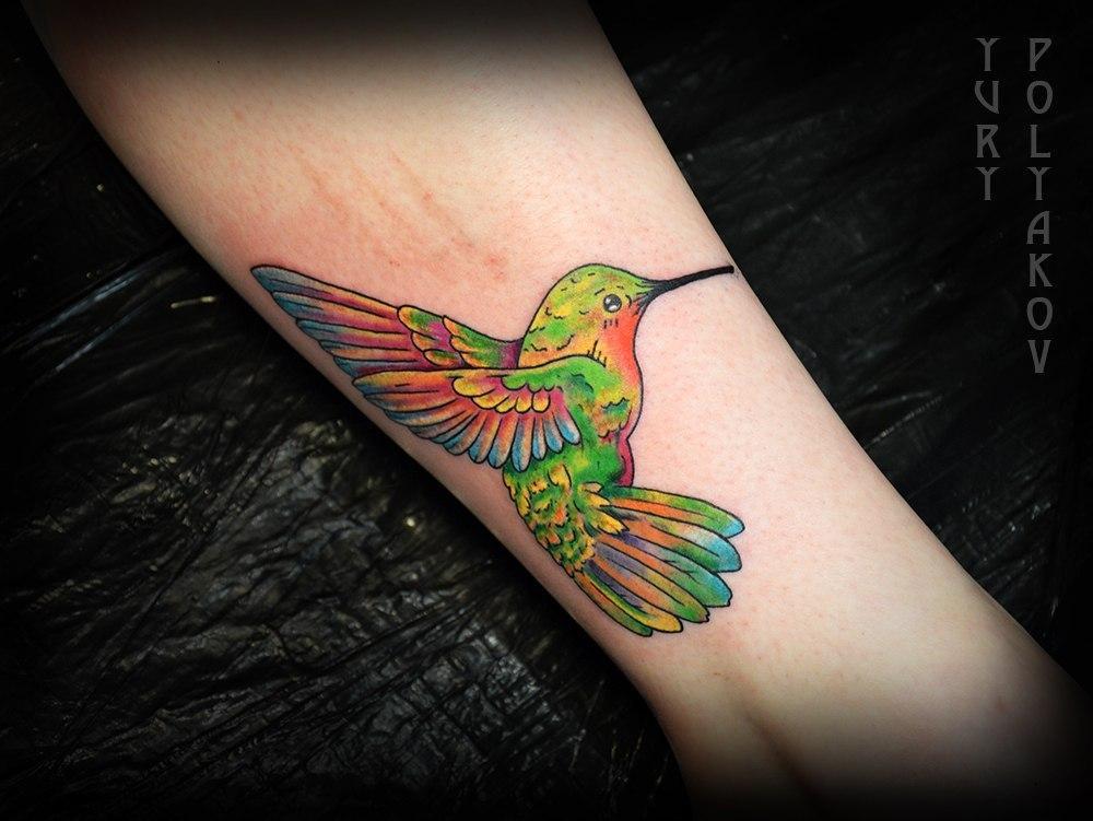 Художественная татуировка «Колибри» от Юрия Полякова