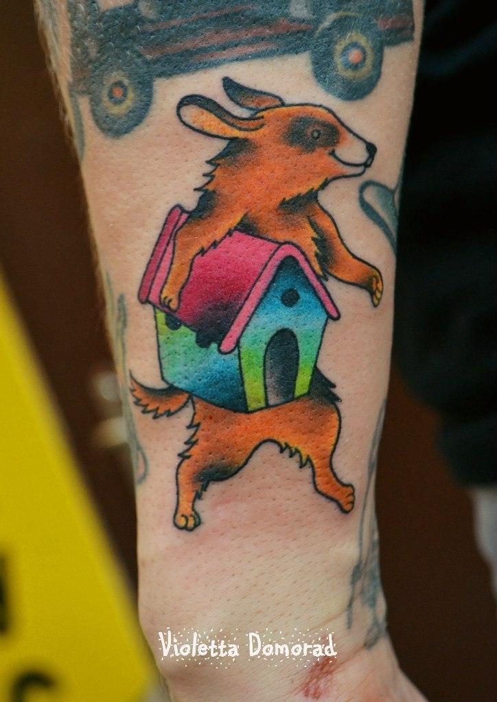Мастер Виолетта Доморад. Татуировка «Яшка пес будку нес»