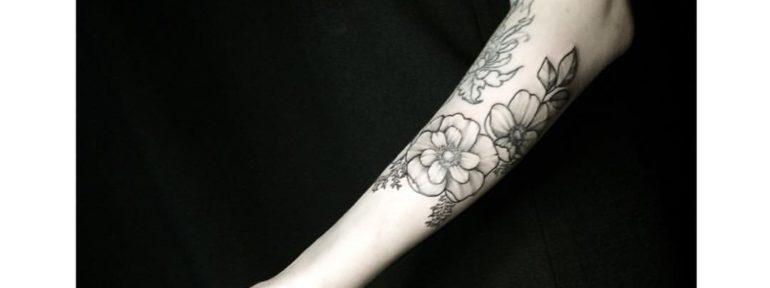 Художественная татуировка «Цветы». Мастер- Лилия Золотухина