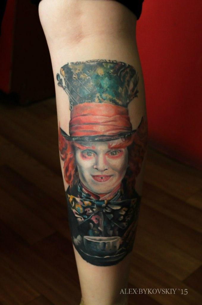 Художественная татуировка «Шляпник». Мастер Лёша Быковский