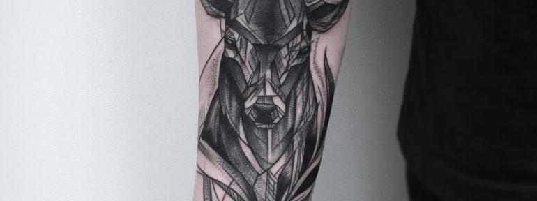 Художественная татуировка «Олень» от Инессы Кефир