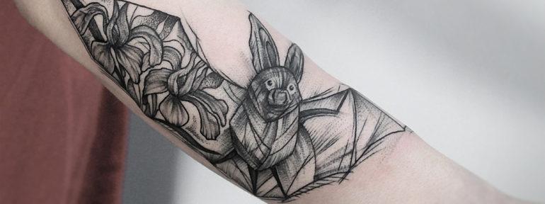 Художественная татуировка «летучая мышь» от Инессы Кефир
