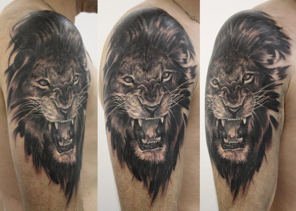 Художественная татуировка Лев