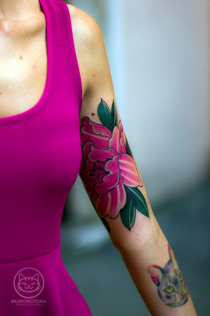 Художественная татуировка «Пион».Мастер Алексей Стафеев