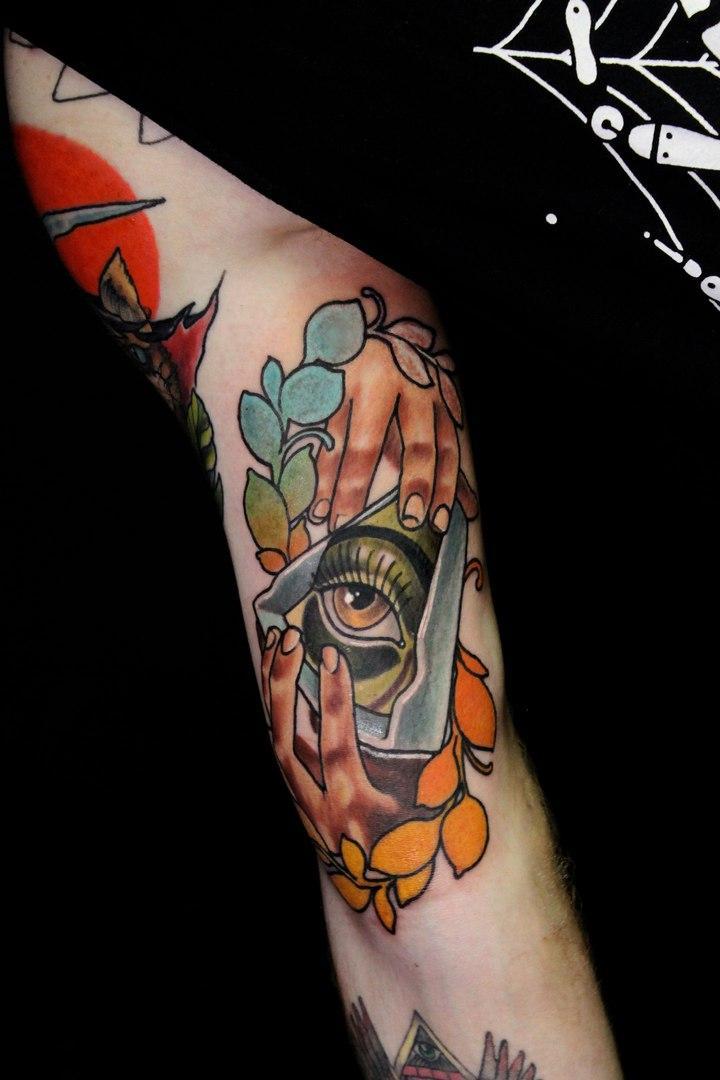 Художественная татуировка «Всевидящее око». Мастер Дима  Поликарпов.