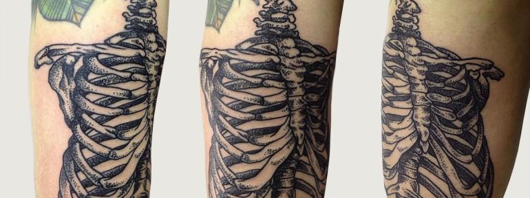 Художественная татуировка «скелет»