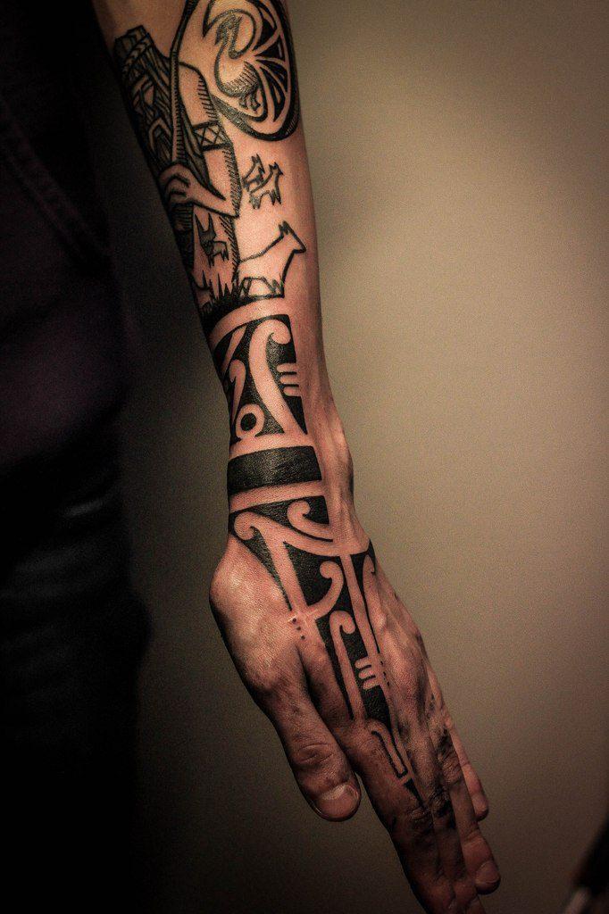 Татуировка орнамент, гравюра на предплечье, кисти. Мастер Ярослав