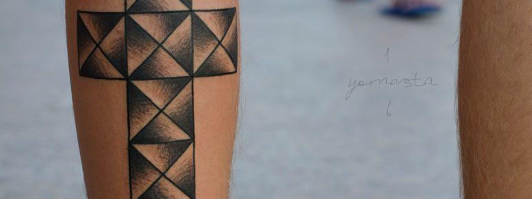 Художественная татуировка «Крест». Мастер Даня Костарев