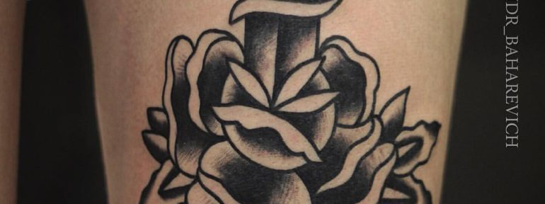 Художественная татуировка «Нож с розой». Мастер Александр Бахаревич.