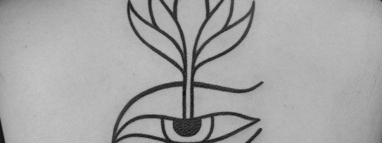 Художественная татуировка «Цветок». Мастер Даня Костарев