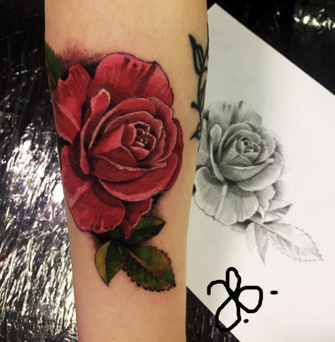 Художественная татуировка «Роза». Мастер Вася Эверест