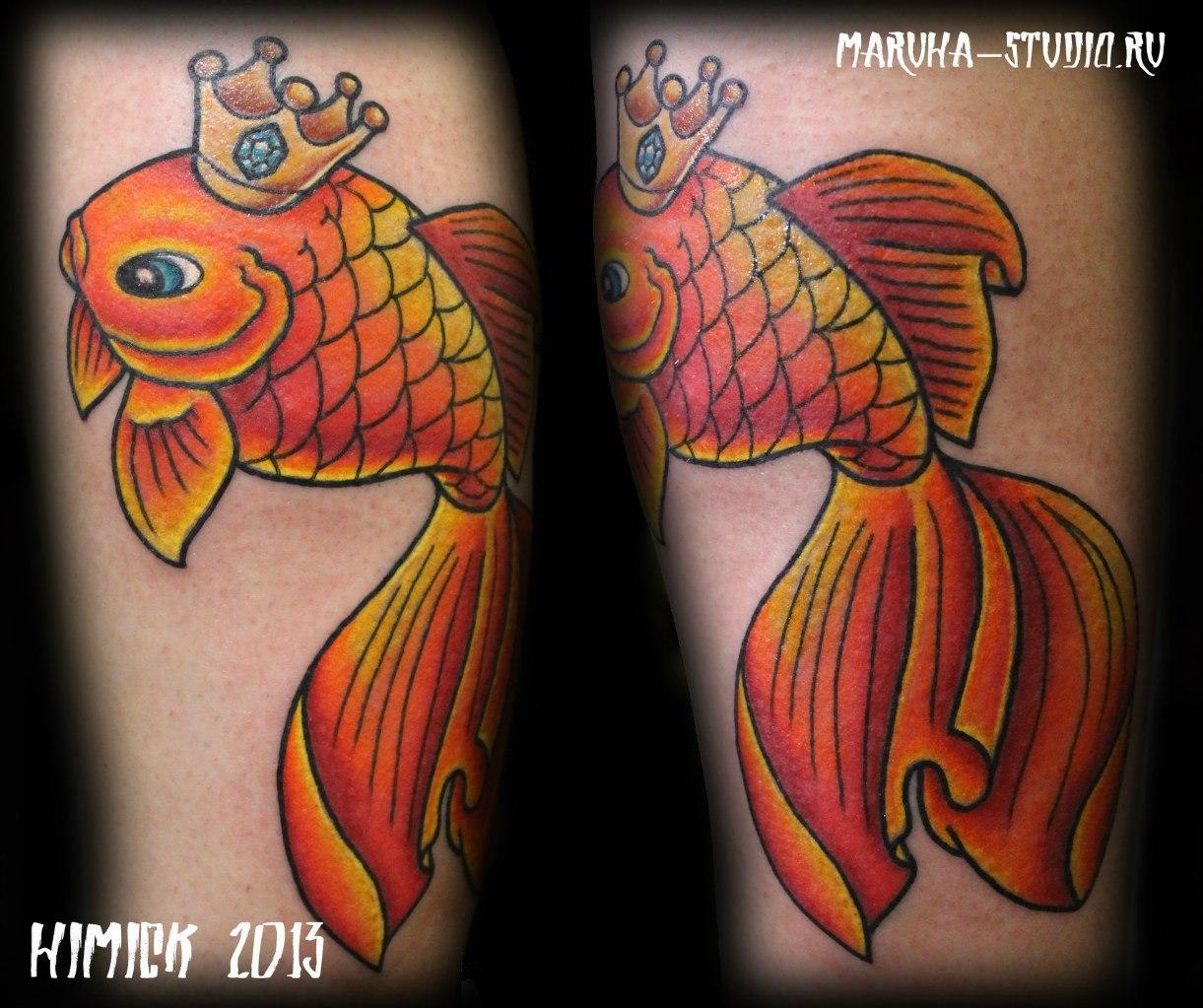 Художественная татуировка «Золотая рыбка». Выполнена мастером Евгением Булгаковым за 2 часа. Месторасположение: женская нога (икра)