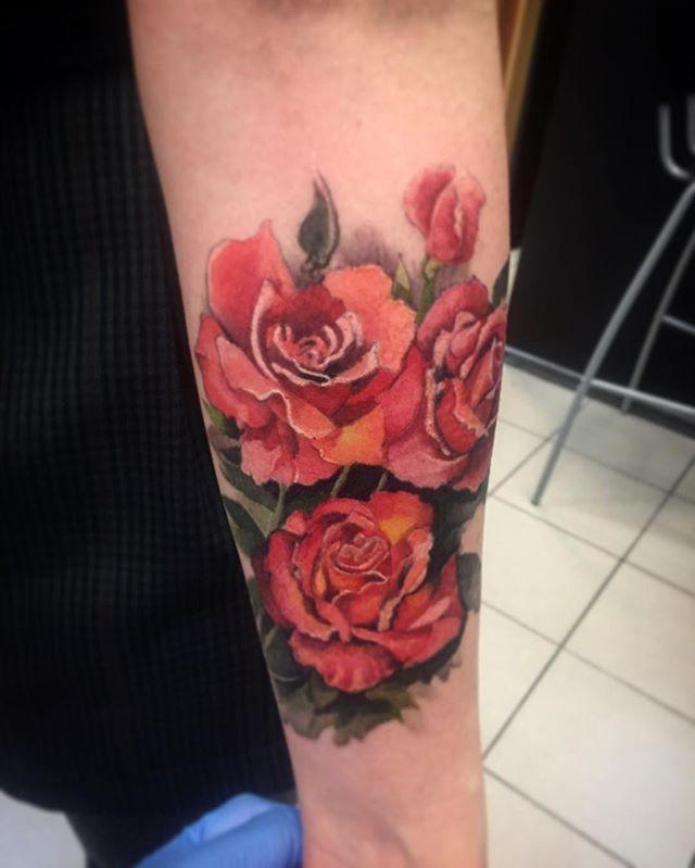 Художественная татуировка «Розы». Мастер- Вася Эверест.