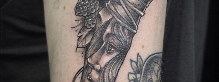 Художественная татуировка «Нож». Мастер- Ил Берёза.