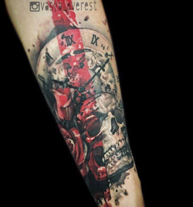Художественная татуировка «Череп с часами». Мастер- Вася Эверест.