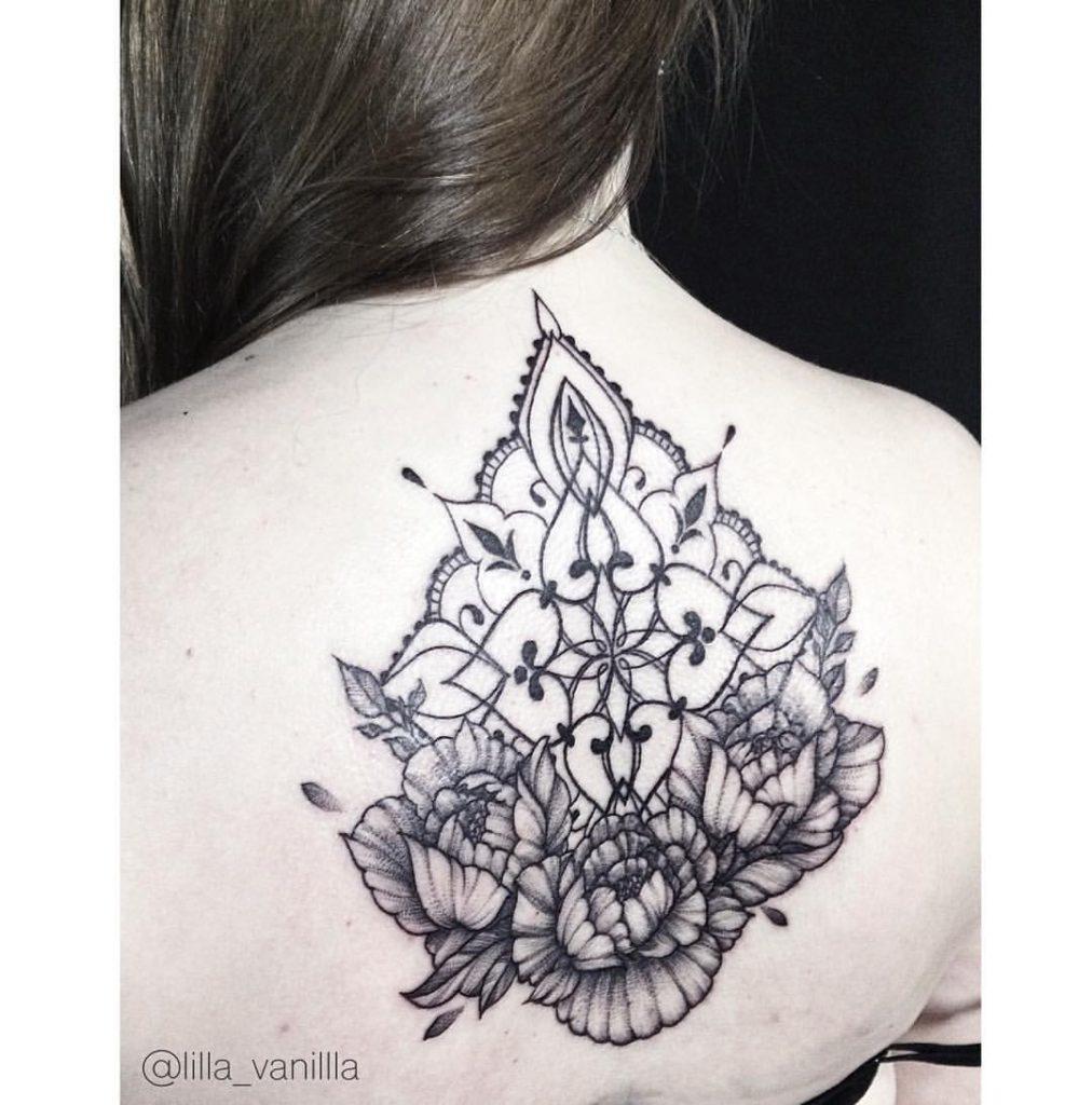 """Художественная татуировка """" орнамент с цветами"""". Мастер Лилия"""