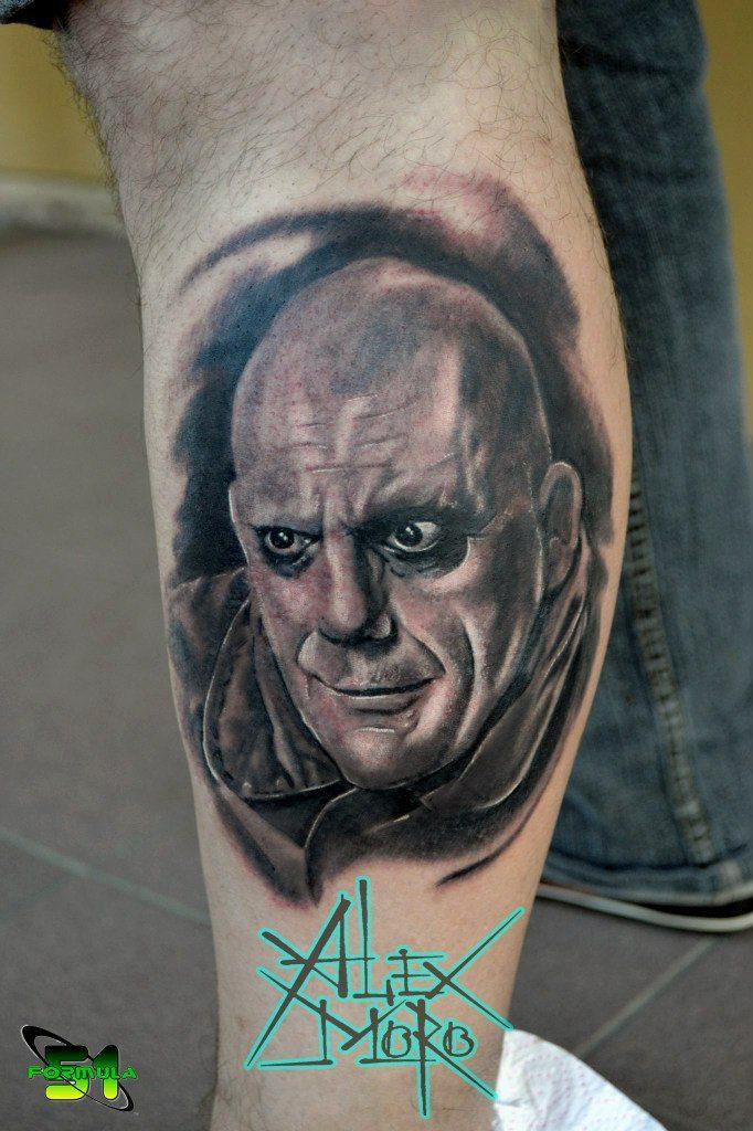 Портрет Фестера Аддамса в татуировке