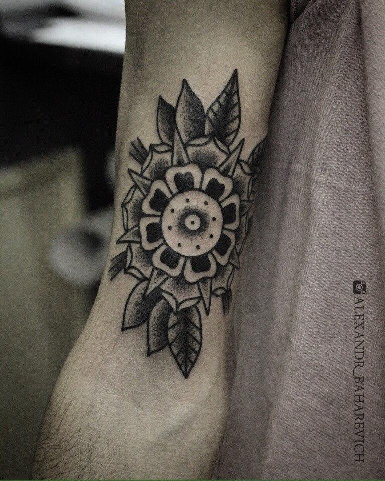 "Художественная татуировка ""цветок"". Мастер Александр Бахаревисч."