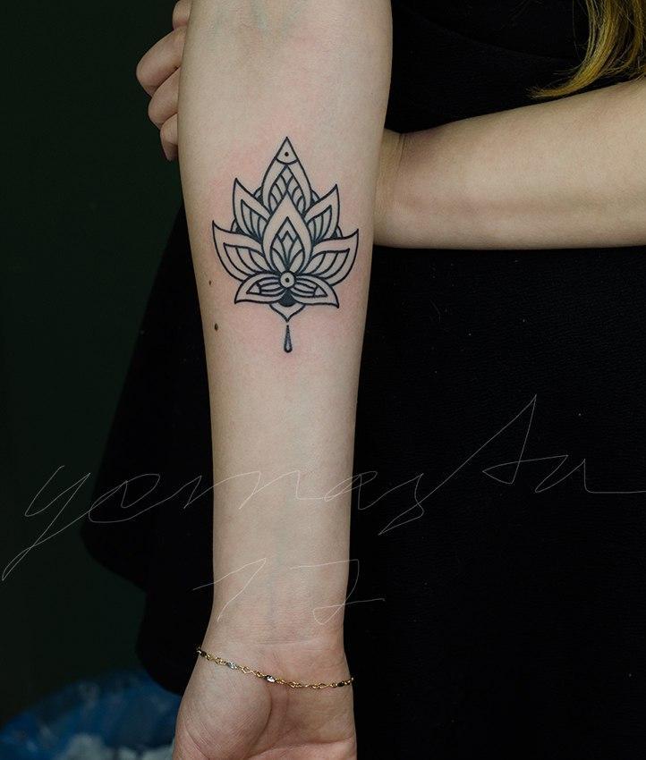 Художественная татуировка «Узор». Мастер Даня Костарев