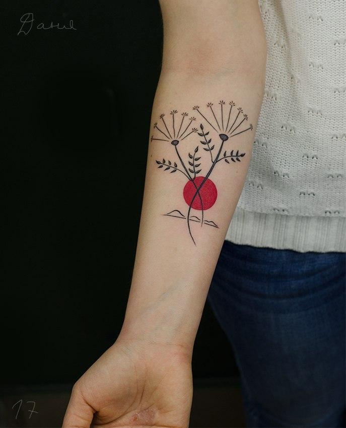 Художественная татуировка «Цветы». Мастер Даня Костарев