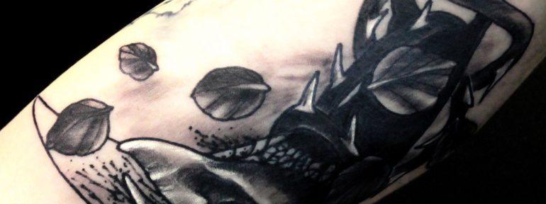 Художественная татуировка «Кинжал».Мастер Дима Поликарпов.