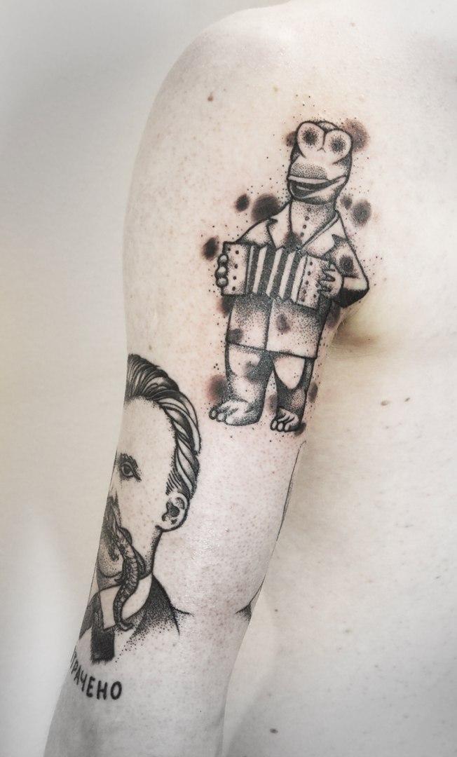 Художественная татуировка «Крокодил тлена». Мастер Михаил Глебов.