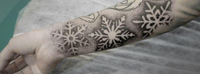 Художественная татуировка «Снежинки». Мастер Ксения Смирнова.