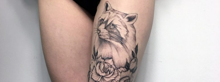 Художественная татуировка «Енот». Мастер Анастасия Куликова