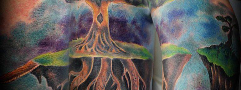 Художественная татуировка «Дерево». Мастер Евгений Булгаков.