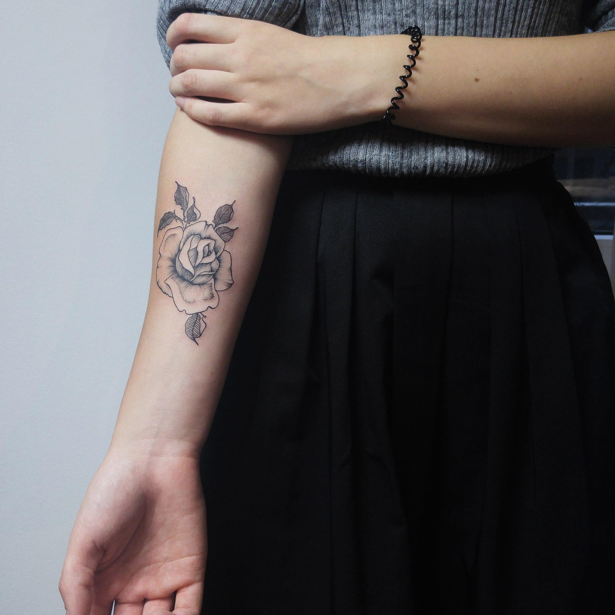 Художественная татуировка «Роза». Мастер Анастасия Куликова