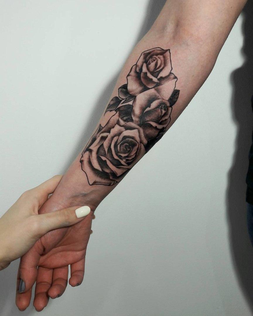 Художественная татуировка «Розы». Мастер Анастасия Куликова