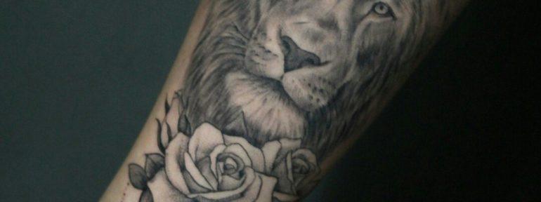 Художественная татуировка «лев и розы» Мастер Сергей Семаков.