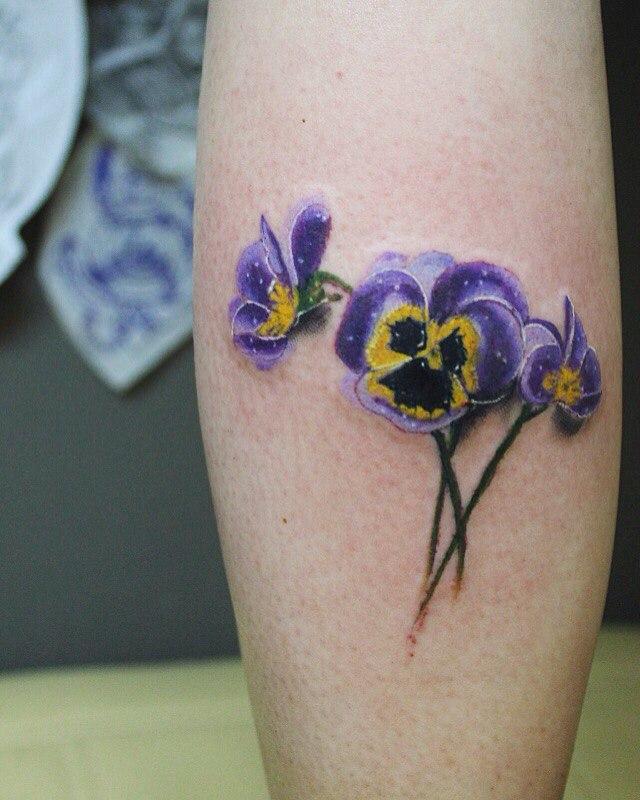 Художественная татуировка «Цветы». Мастер Паша Аникеев