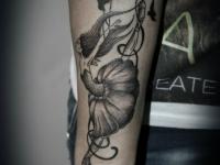 Татуировка балерина на предплечье