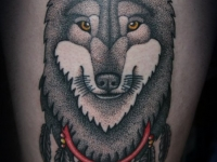 Татуировка голова хаски на бедре