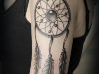 Татуировка ловец снов на плече