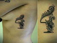 Татуировка узор на боку